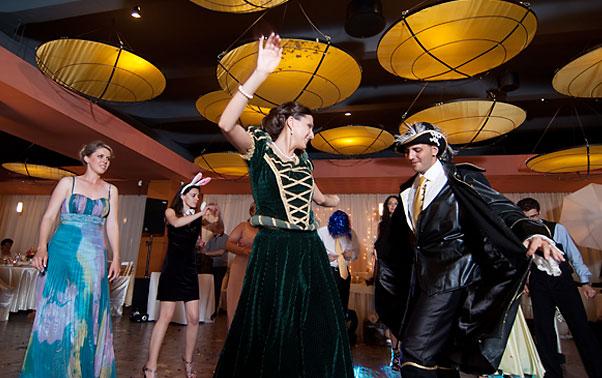 Costume carnaval dansul mirilor Mihaela si Sergiu